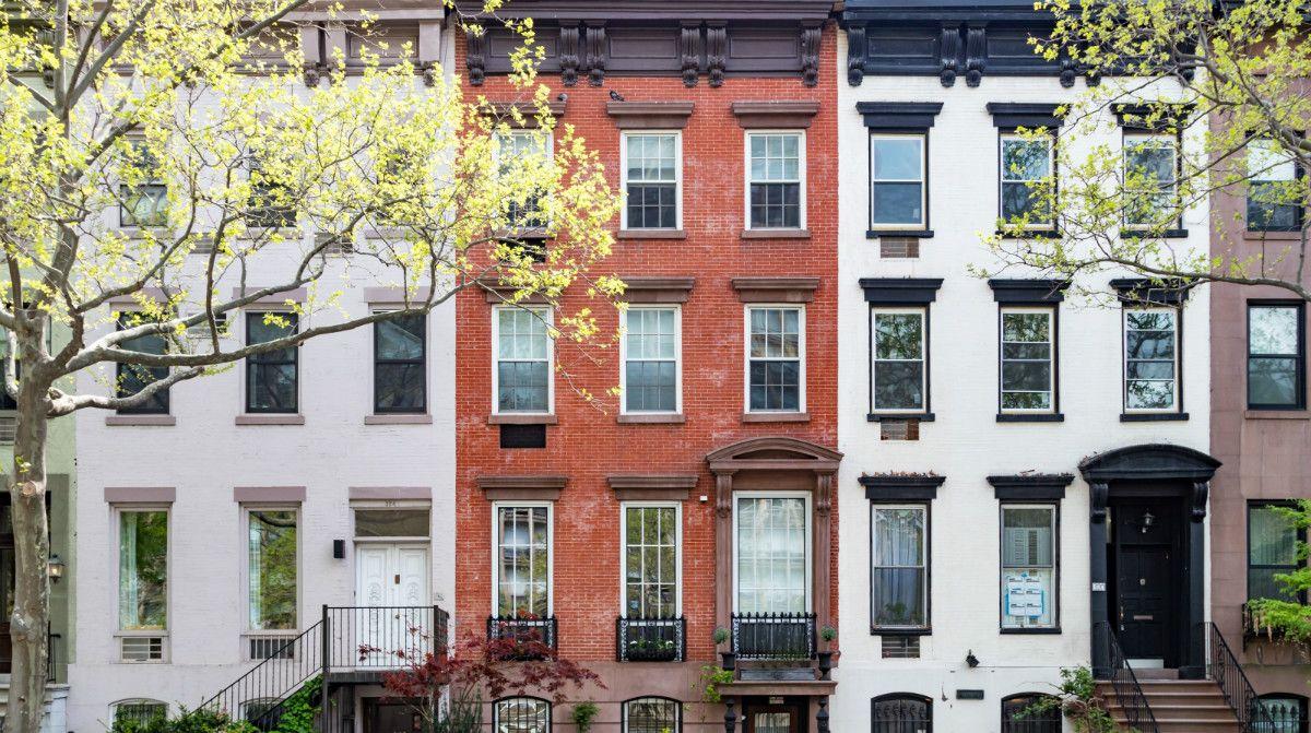 الشقة مقابل COOP مدينة نيويورك